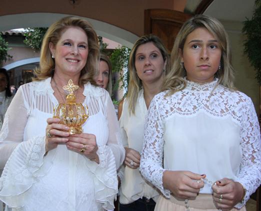 Glória com as filhas Manuela e Raphaela