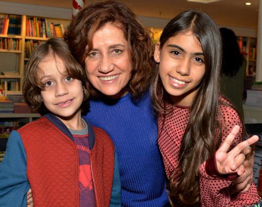 Miriam Leitão com os netos Daniel e Mariana
