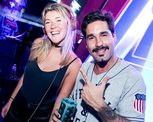 Os DJs Carol Emmerick e RV