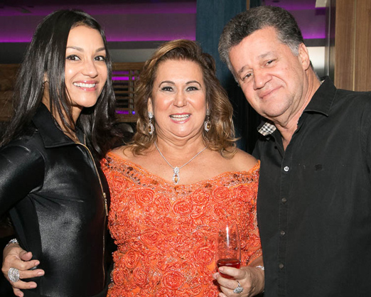 Theresa Macedo entre Vania e Waltinho Guiamarães