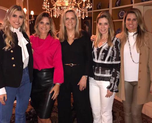 Maninha entre as filhas Dandynha e Ana Paula, Adriana Indelli e Karina Nigri