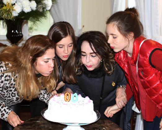 Vera Loyola com a filha Anna Thereza e as netas Cecília e Leticia