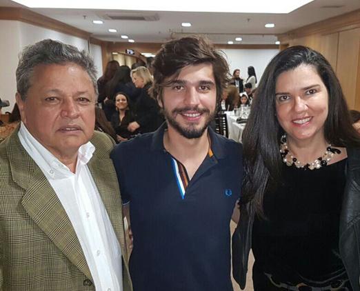 Aloysito Teixeira com o filho Lucas e sua doce Joana