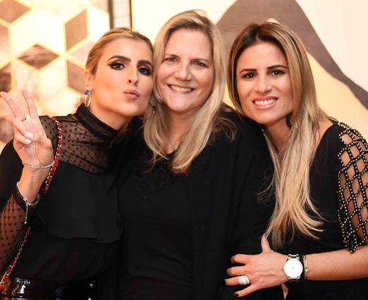 Maninha Barbosa entre as filhas Dandynha e Ana Paula Barbosa