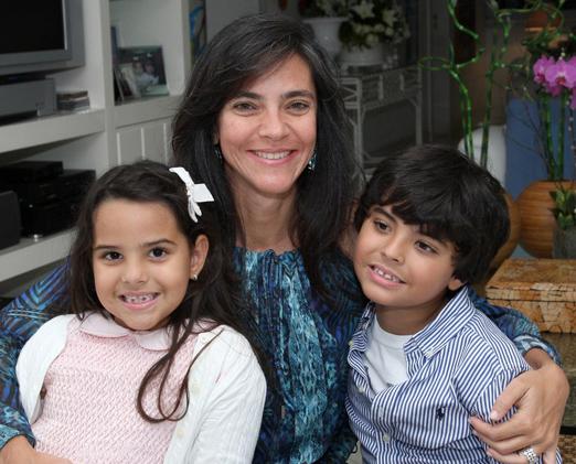 Andrea de Paula com os filhos Luana e Pedro
