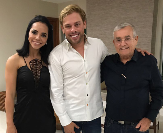 Bruno Chateaubriand com o casal anfitrião