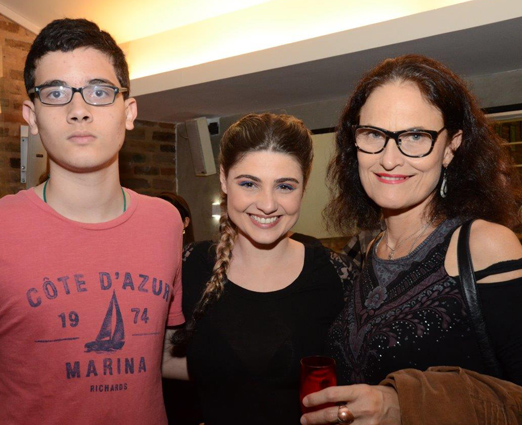 Renata Mattos entre Antonio e Carolina Cavalcanti