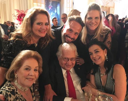 Carlos Alberto Serpa cercado por Renata Fraga, Idinha Seabra Veiga, Marcelo Calero, Maninha Barbosa e Monica Clark