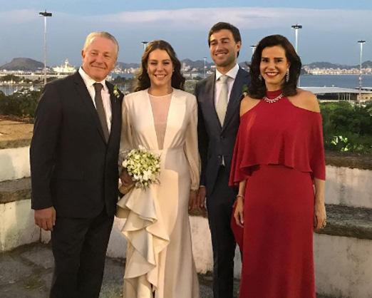 Catharina entre o noivo e os pais, Caco Johannpeter e Narcisa