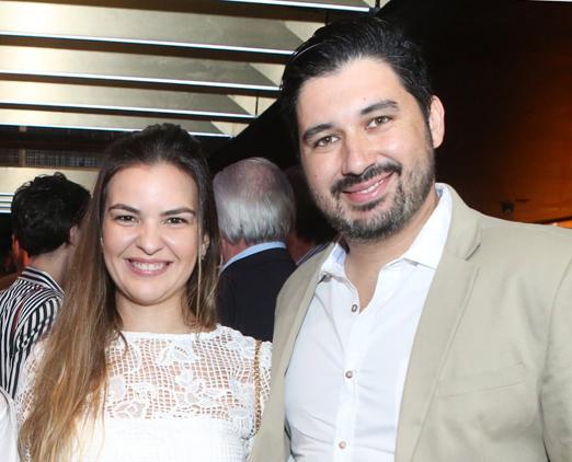 Debora Leão e Vitor Frade