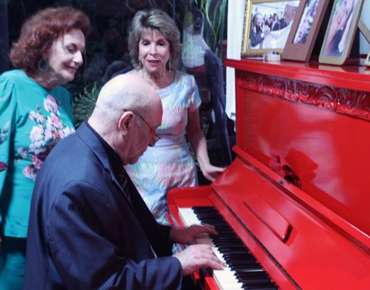 Eliana Moura e Vera Tostes apreciando o som de José Carlos Pité