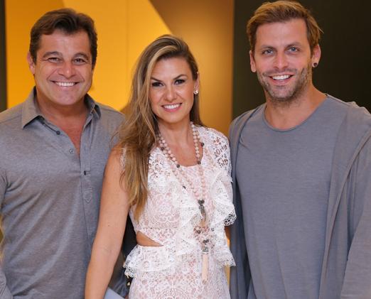 Paulo e Lais Bacchi com Henri Castelli