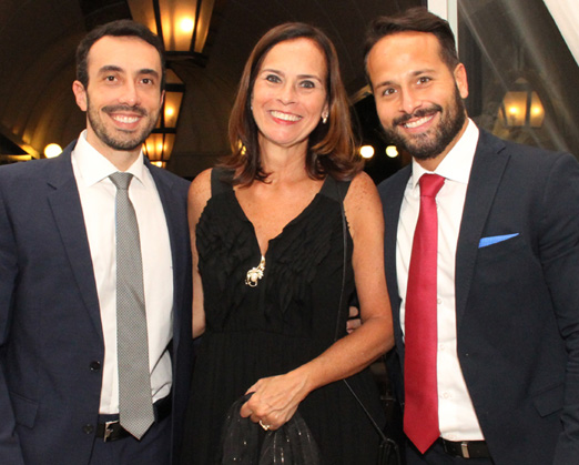 Teresa Calero entre Tiago Pelegrino e Marcelo Calero