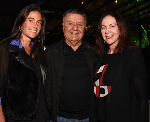 Arnaldo Cezar Coelho entre a filha, Mariana, e a mulher, Graça