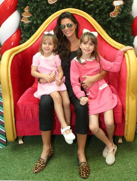 Daniella Sarahyba com as filhas Gabriela e Rafaella