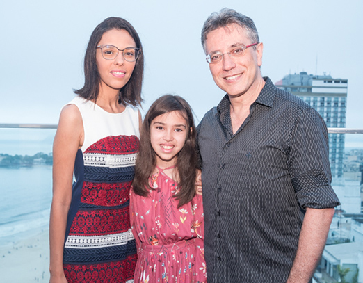 Henique Vieira com a mulher Fabiana Vieira e a filha Luiza