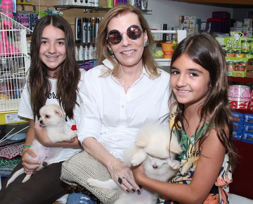 Henriqueta Gomes com as Manuela e Leticia