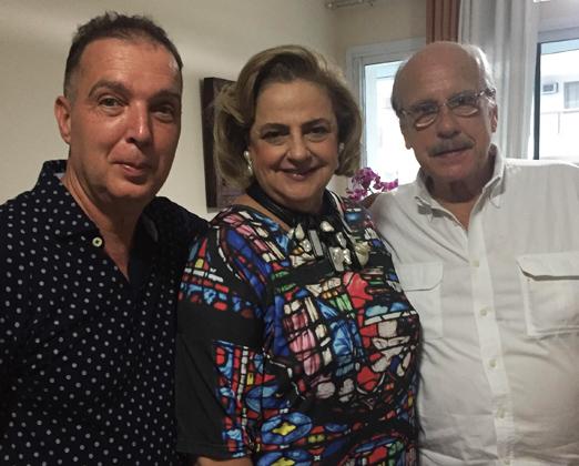 Bayard Boiteux ao lado do casal Cristina e Claudio Aboim