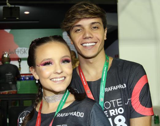 Camarote da Grande Rio - Larissa Manoela e Leo Cidade